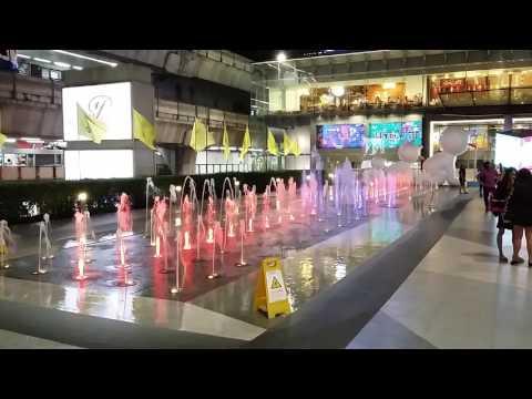 Exteriérová fontána v obchodnom centre