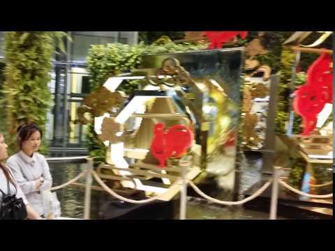 Interiérová fontána v obchodnom centre