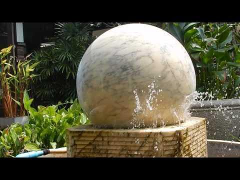 Fontána mramorová guľa Koh Samui